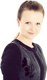 Лора Николова